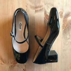 Clarks Narrative Size 7.5 Buckle Chunky Heels